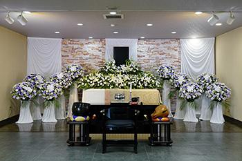 ファミリーホール鶴ヶ峰の式場案内、家族葬から大規模なご葬儀にも対応可能