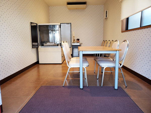 ファミリーホール鶴ヶ峰には冷蔵室完備の霊安室もございます。