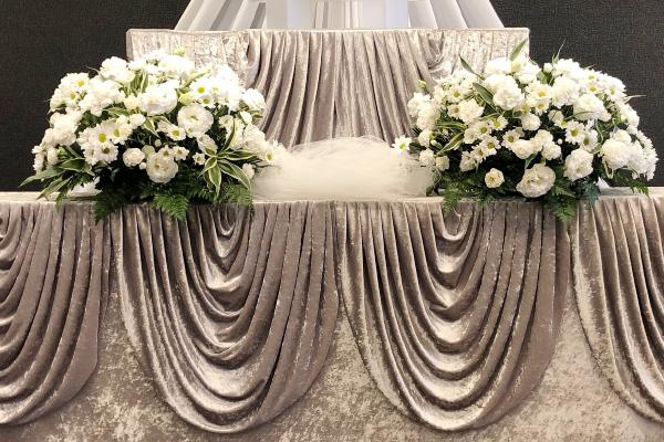 ファミリーホール鶴ヶ峰、骨葬プラン生花装飾 祭壇のご案内